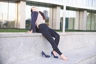 Esti nevoit sa stai in picioare sau asezat mult timp la munca?