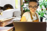 Efectul utilizării tehnologiei în pandemie: trei sferturi dintre românii din mediul urban își doresc o pauză de la mediul online