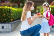 Studiu: Peste jumătate dintre părinți își doresc ca elevii să se întoarcă fizic la școală