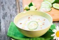 Slabeste cu supa rece de castraveti. Retete rapide si ieftine pe care trebuie sa le incerci!