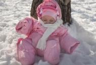 Copii scosi sa doarma afara in frig la -20 de grade. Care e motivul