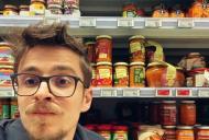 Andrei Leonte, fotografie virală din supermarket. Ce a surprins artistul în goana românilor după alimente