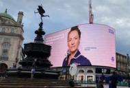 Poza unei românce a apărut pe toate panourile stradale din Marea Britanie. Cine e femeia