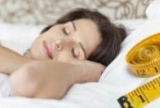 lipsa de somn duce la pierderea în greutate