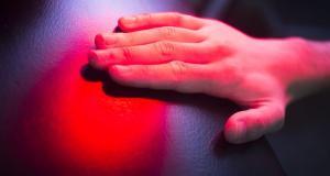 Beneficiile si efectele secundare ale terapiei cu lumina rosie