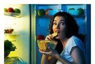 Cum sa tineti sub control poftele alimentare din timpul noptii